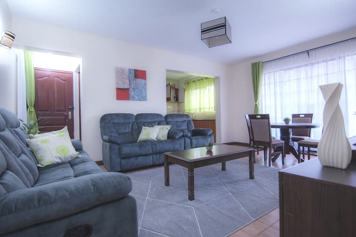 Homey luxury 3BR Flat near 2Rivers. Gym+pool+Wifi.