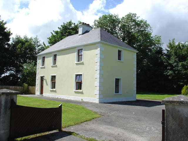 Farmhouse Cottage, Beautiful County Mayo, Ireland - Claremorris - Dům