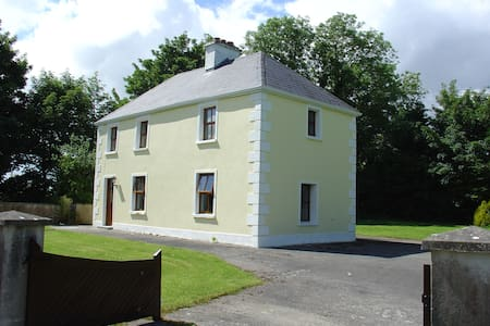 Farmhouse Cottage, Beautiful County Mayo, Ireland - Claremorris - Hus