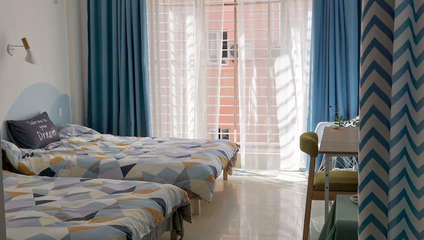 【沐夏】305双床房,度假区中心,交通非常便利,安静独立小公寓,旅行小伙伴们的秘密基地!