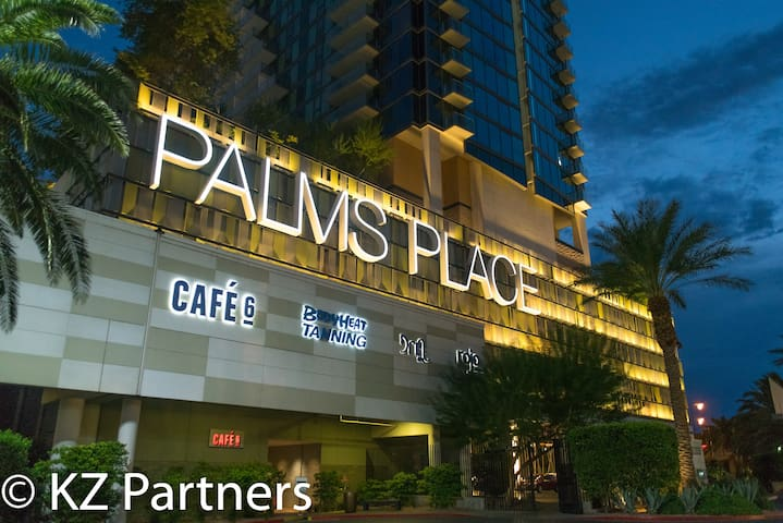 Luxury High Rise Living @ Palms Place. Pool, Spa, Fitness Center, 24 Hour Room Service. Cafe 6 and Rojo Lounge. Gift Shop on site, Free Luggage Storage and Free Parking.