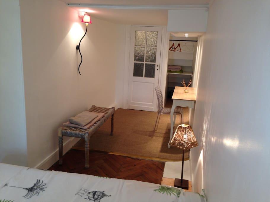 belle chambre quartier lescure art deco bordeaux chambres d 39 h tes louer bordeaux. Black Bedroom Furniture Sets. Home Design Ideas