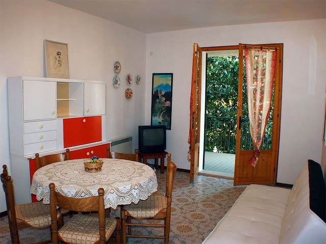 Villa bifamil. c/grande giardino - Lido delle Nazioni - Casa