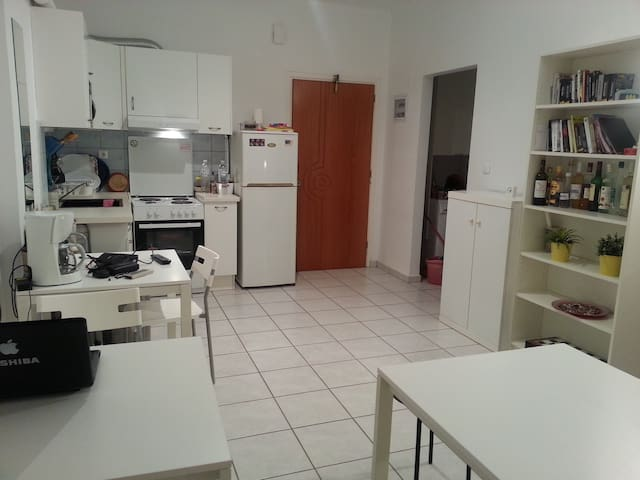 Cozy appartment 20m from the beach - Xilokastro - Apartamento
