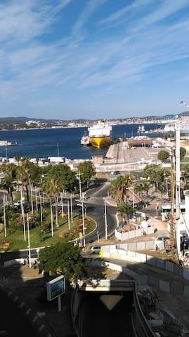 Très belle vue sur le port - Toulon - Lejlighed