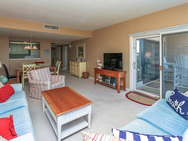 Open Floor Plan at 1888 Beachside Tennis