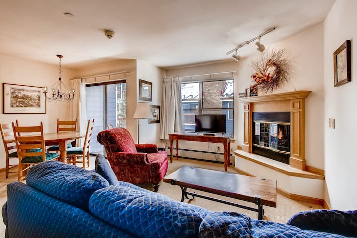 Ski chalet just one block from Main Street w/WiFi, shared pool & hot tub!