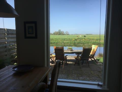 Fijn huis aan de Boarne, bij de Friese meren