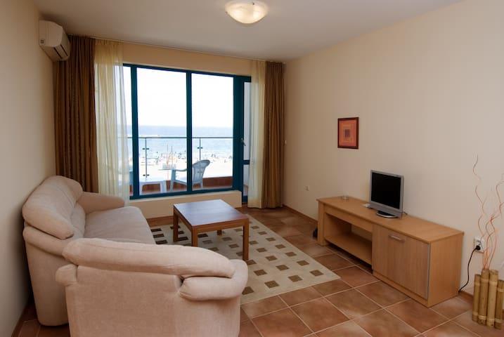 много отелей, в которых есть пункты обмена валюты - Sunny Beach - Apartament