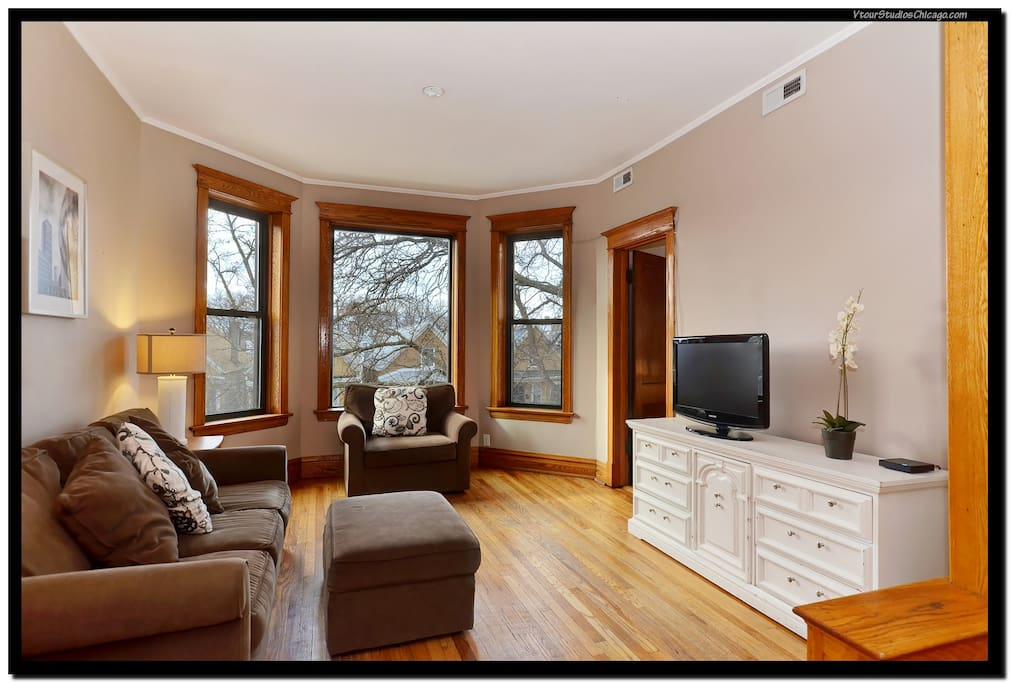 Living Room with TV and Cable