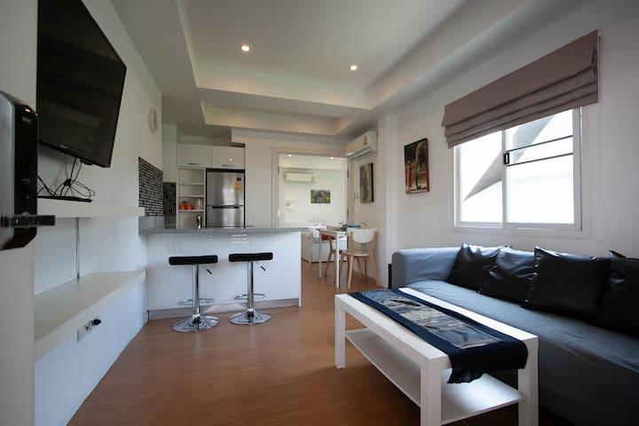 Suite 4 - Sunny Suites
