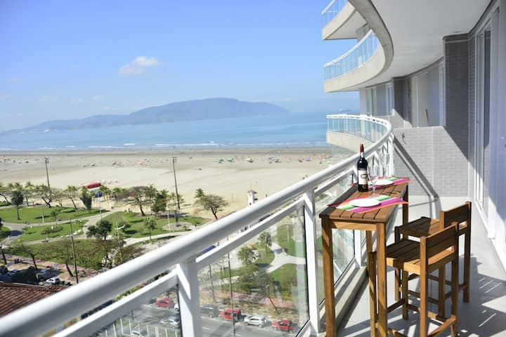 Vista para o mar no prédio mais moderno do litoral
