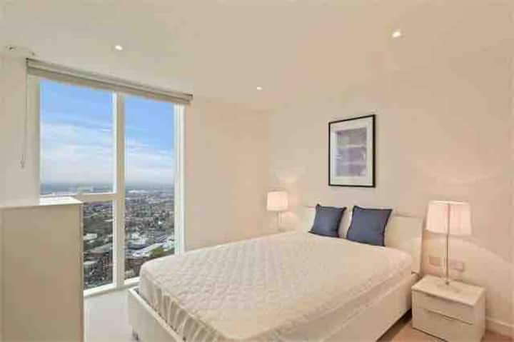 32nd Floor Apartment in High rise Building