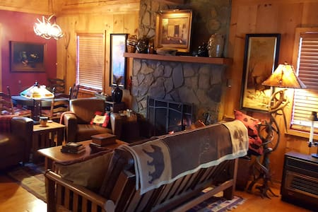 Rushing Creek Cozy Cabin  SANITIZED