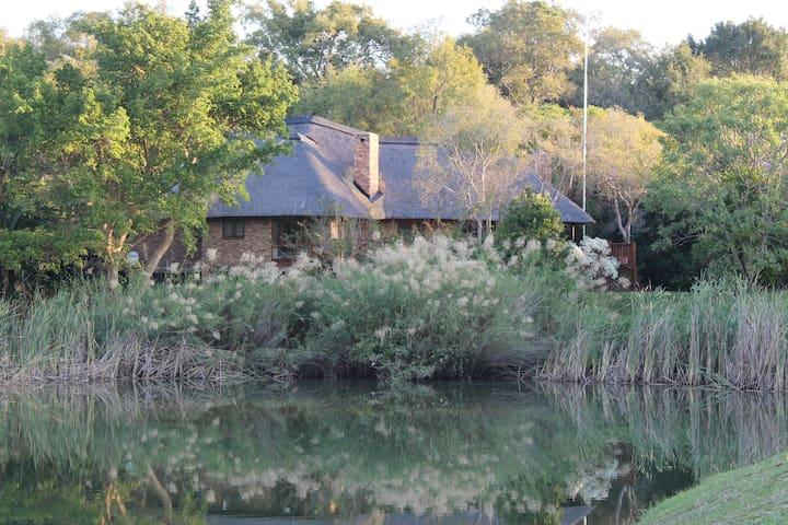 Kruger Park Lodge - ITR01 - 3 bedroom chalet