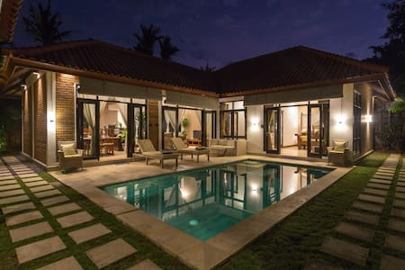 Peaceful Balinese Style Villa, 5min Walk to Beach!