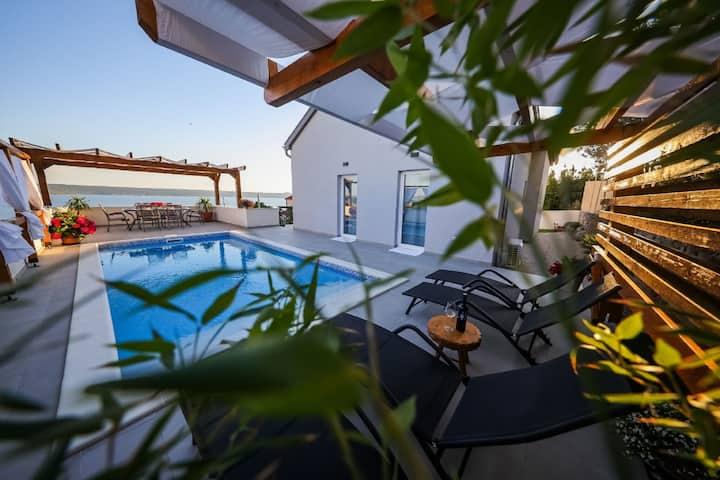 Preciosa casa de vacaciones con piscina privada