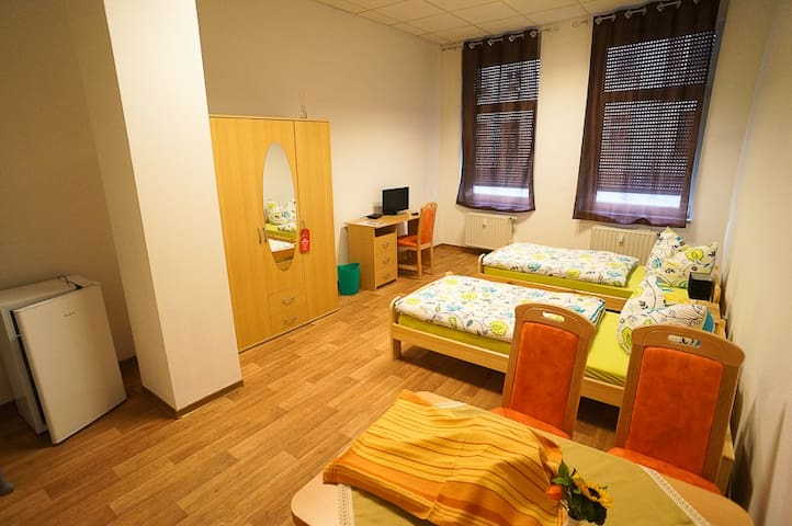 FAIR schlafen in double room - Wurzen - Casa