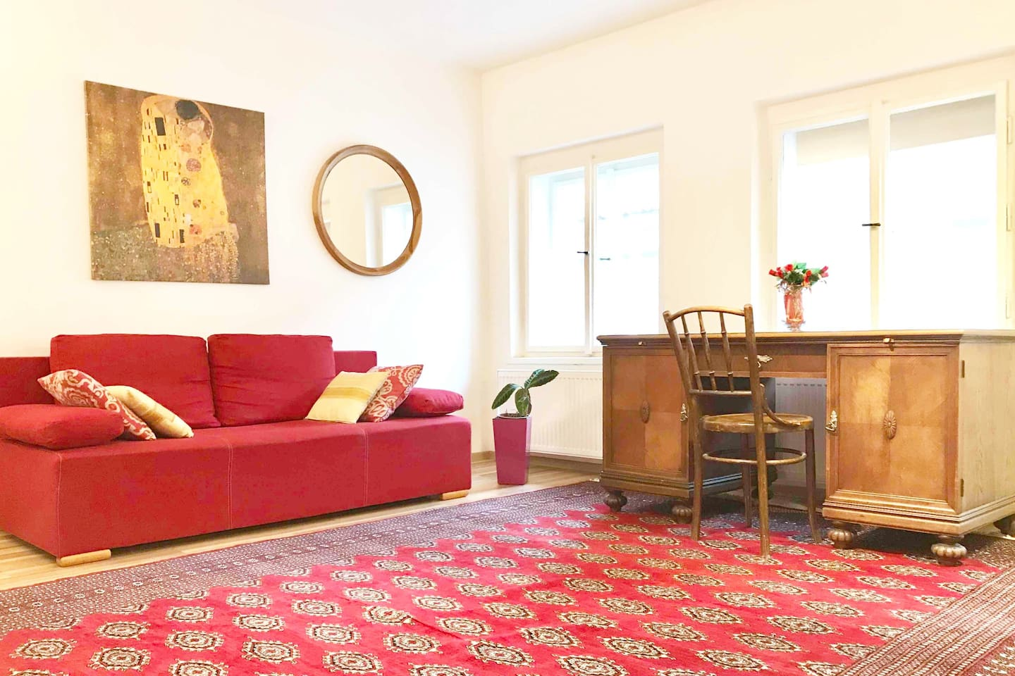 Prague Old Town two bedrooms with large kitchen/living room right in the centre of Prague. ABSOLUTE CENTRE, everything in WALKING DISTANCE. Easy from the airport, railway and bus. Kitchen well equipped, high speed WiFi, Netflix TV, washer/dryer.
