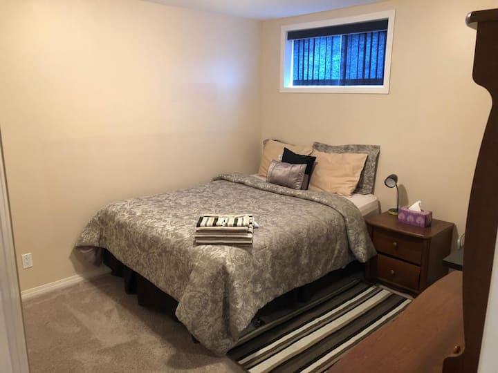 Valley Ridge Basement - Cozy Room, Queen Size Bed