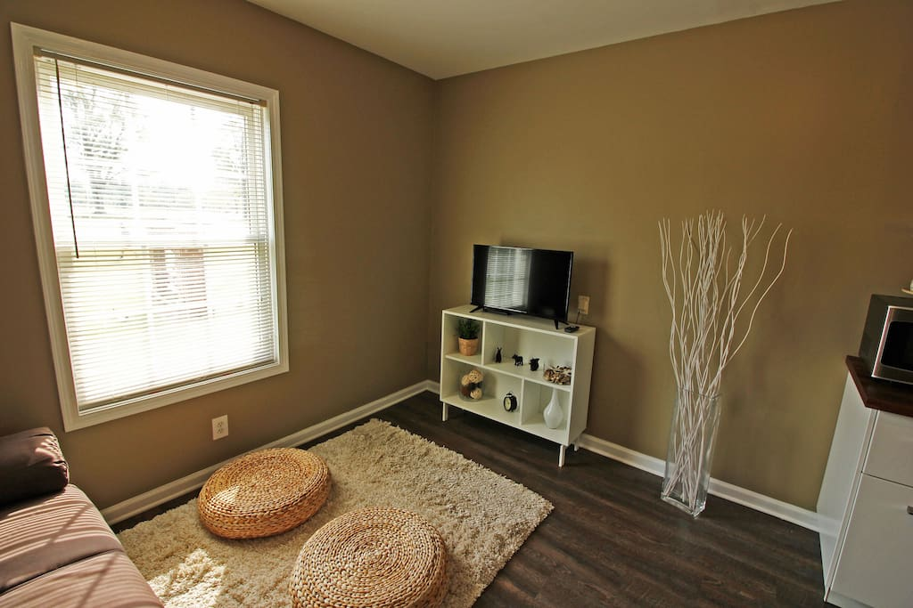 1 bed 1 bath condo in the heart of uncc and nascar for Charlotte motor speedway condo rental