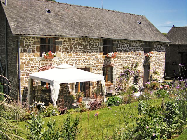 La Cloue Tranquil FarmH B&B Lassay