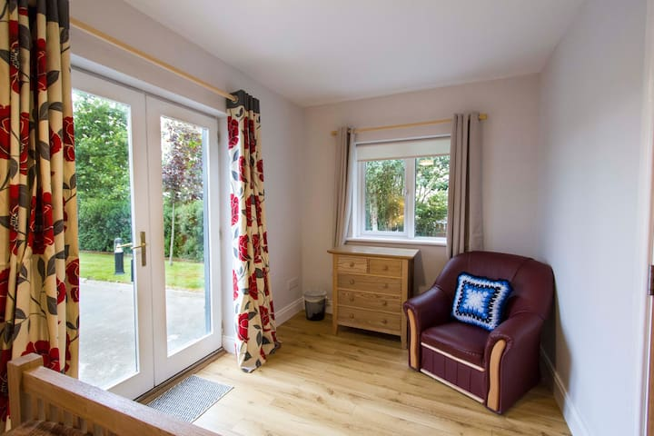 Rosmo House B&B Guest accommodation Westport Harbour