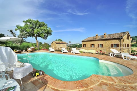 Exotic Villa in San Ginesio with Private Pool