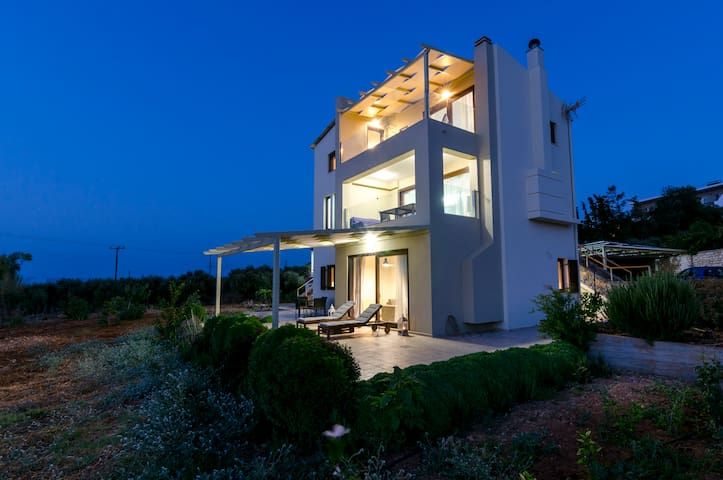 Modern villa   close to the beach PnA