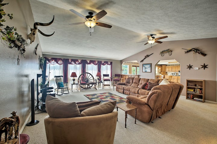 Lakefront Golden Home w/ Pool Access!