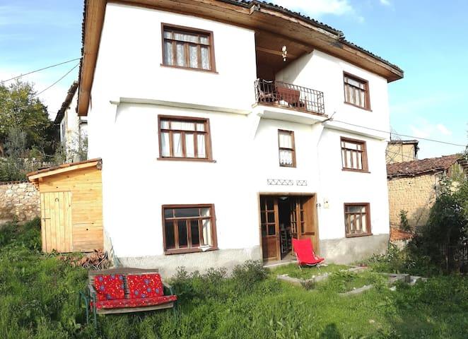 Esperanto Domo Apart - Ömerli Köyü - Huis