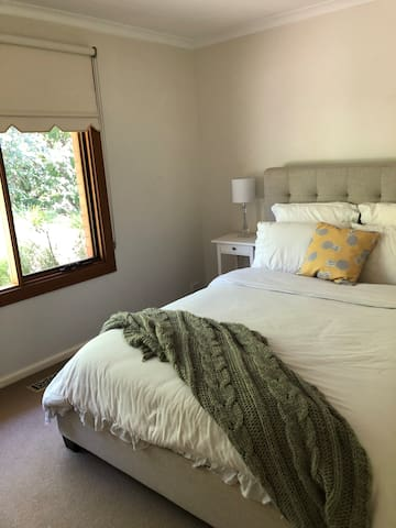 Lovely & Light Queen Sized Bedroom in Curtin