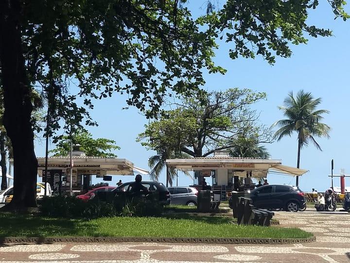 Pé na Areia, em frente a praia, no Embaré Santos