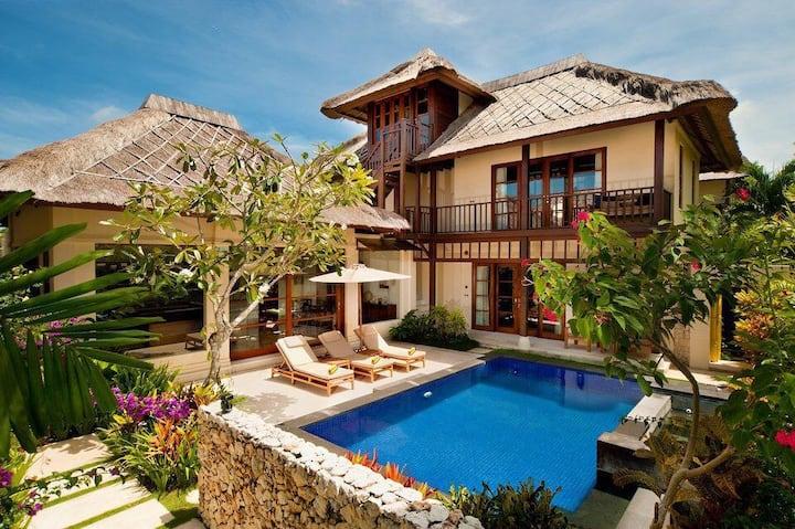 Ocean side with Private Beach 5 star luxury villa