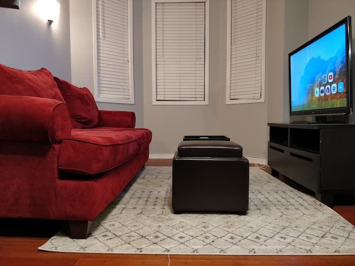 Cozy guest room- 5 min from subway, groceries, gym