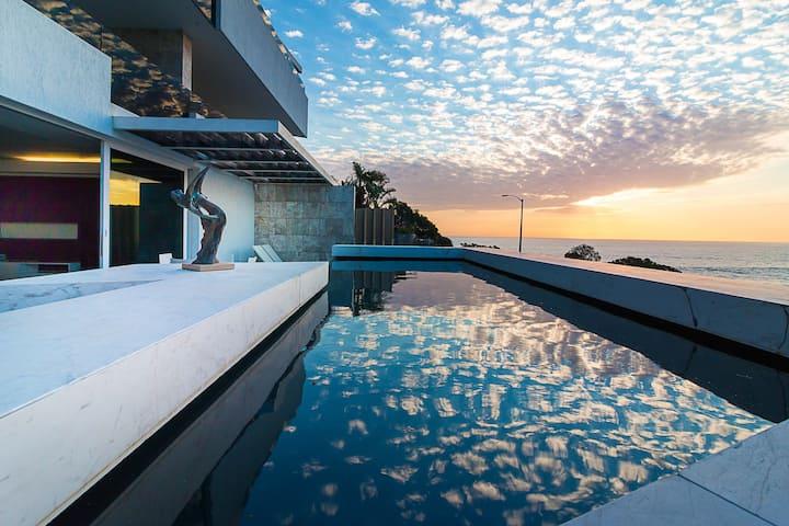 Ebb Tide, private pool, patio, fast wifi, view