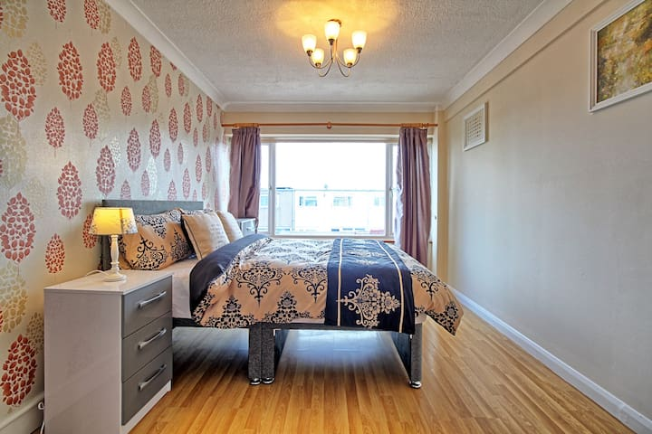 Lovely Decorated Room in Basildon
