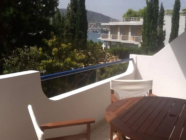Cozy 1 bedroom apt 30 yrds/mtrs from the beach - Porto Rafti