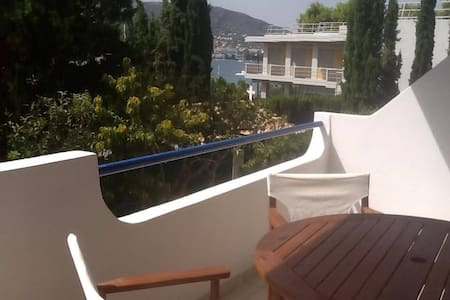 Cozy 1 bedroom apt 30 yrds/mtrs from the beach - Porto Rafti - 아파트