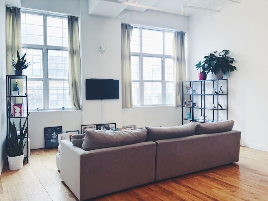 Minimal bright open concept loft lofts for rent in for Open concept loft