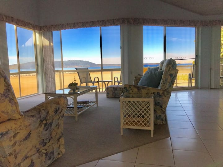Batemans Bay Absolute Waterfront Apartment