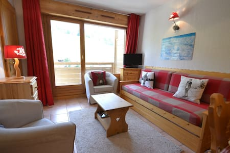 Cosy piste side apt for opposite slopes & close to shops!