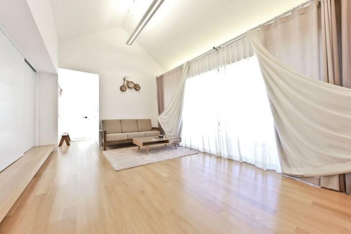 프라이빗한 독채에서 휴식을 즐길 수 있는 북유럽풍 모던 스타일의 P102 객실