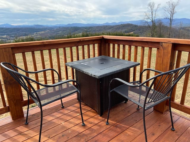 A View for Two: Tiny House with BIG VIEWS