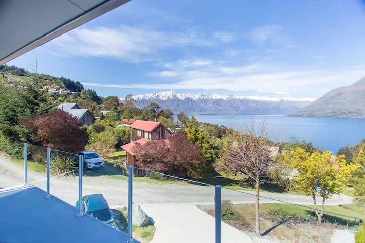 (unit B) Gemini lake & mountain views holiday home