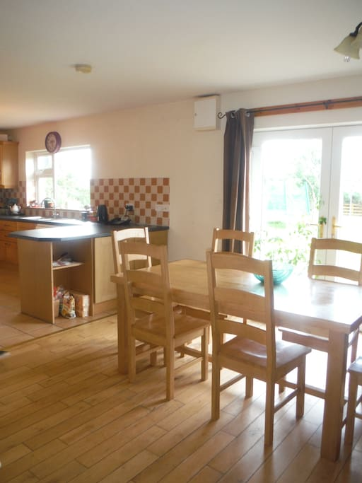 Dining Area overlooking large back garden and scenic views of Mcgillycuddy Reeks
