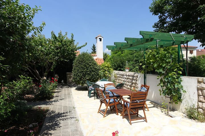 Room with terrace and sea view Nin (Zadar) (S-5805-a)