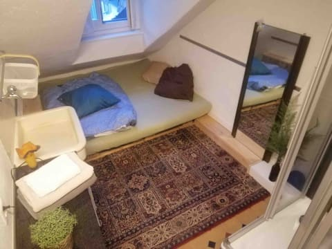 Lovely little room in authentic oldtown-apartment