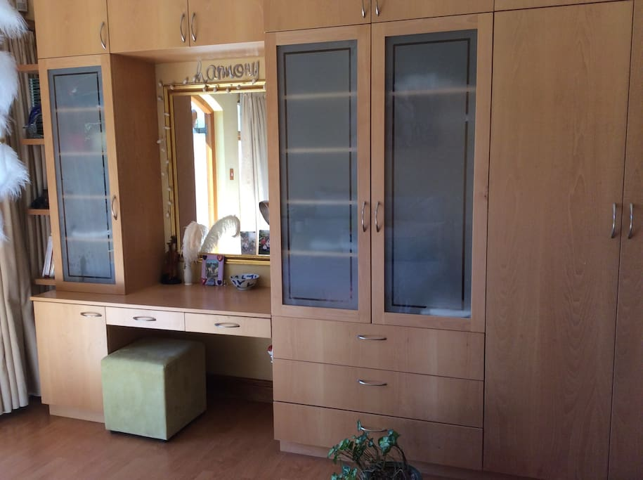 Double wardrobe and vanity area