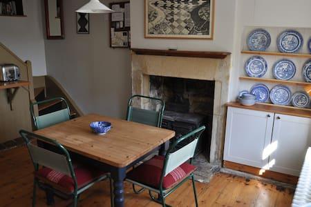 Two Bedroom Weavers' Cottage - Bradford-on-Avon - Hus